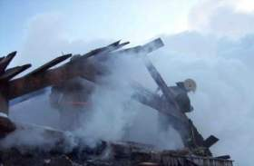 При пожаре в частном доме в Ельне пострадали три человека