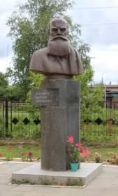 В Новодугинском районе памятник Докучаеву «переехал» на новое место