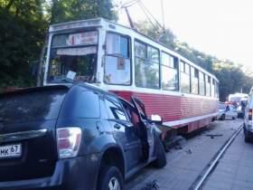 В Смоленске в ДТП с участием трамвая погиб человек