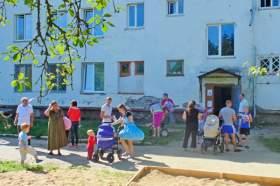 Смоленские активисты ОНФ навестили беженцев с юго-востока Украины
